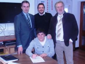 Fernando Forestieri signs
